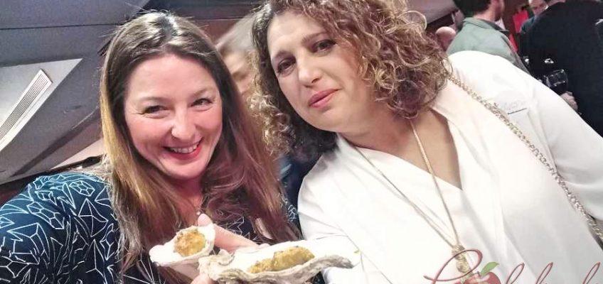 degustando las maravillosas ostras con panko de Naturix