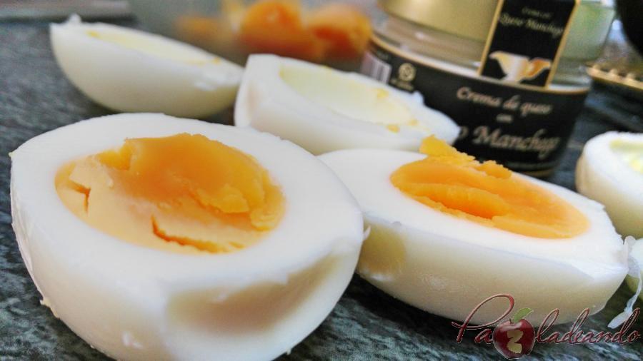 huevos rellenos de crema de queso manchego y aguacate pazladeando pasos 5