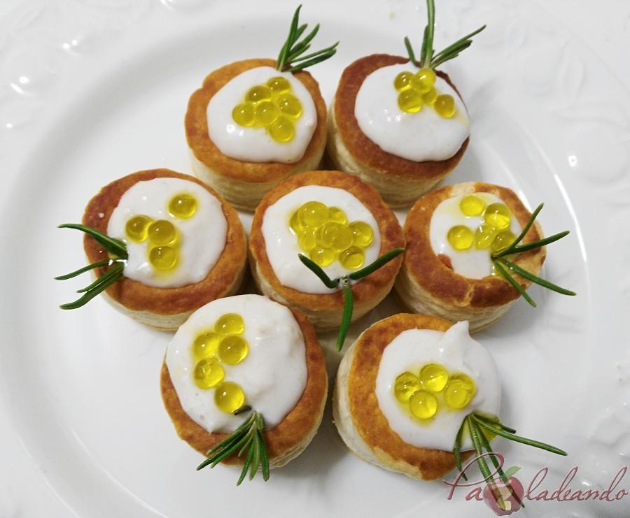mini volovanes de tomate trufado con brandada de bacalao y caviar de aove pazladeando (10)