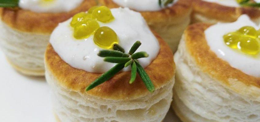 mini volovanes de tomate trufado con brandada de bacalao y caviar de aove pazladeando (11)