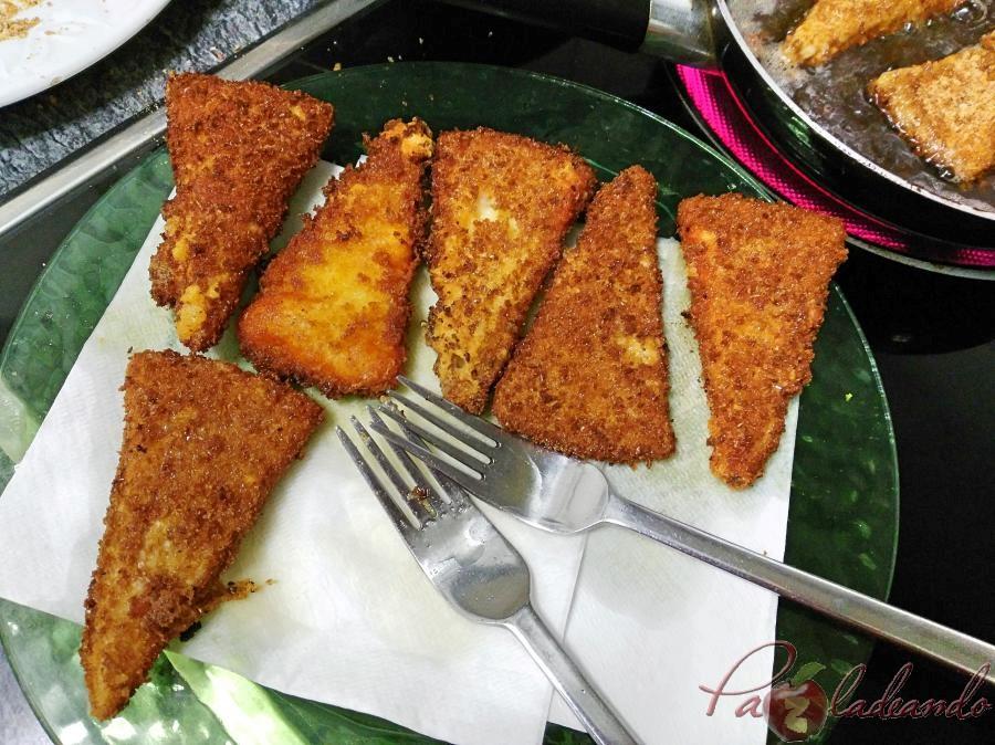 Pasos Triángulos de queso curado frito (9)