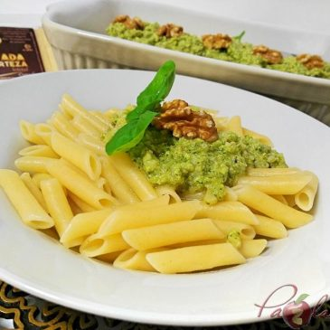MACARRONES CON PESTO DE QUESO MANCHEGO, ALBAHACA Y NUECES – VIDEO RECETA