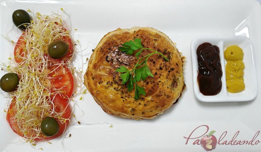 Hamburguesas en hojaldre con queso de cabra y cebolla caramelizada pazladeando (10)