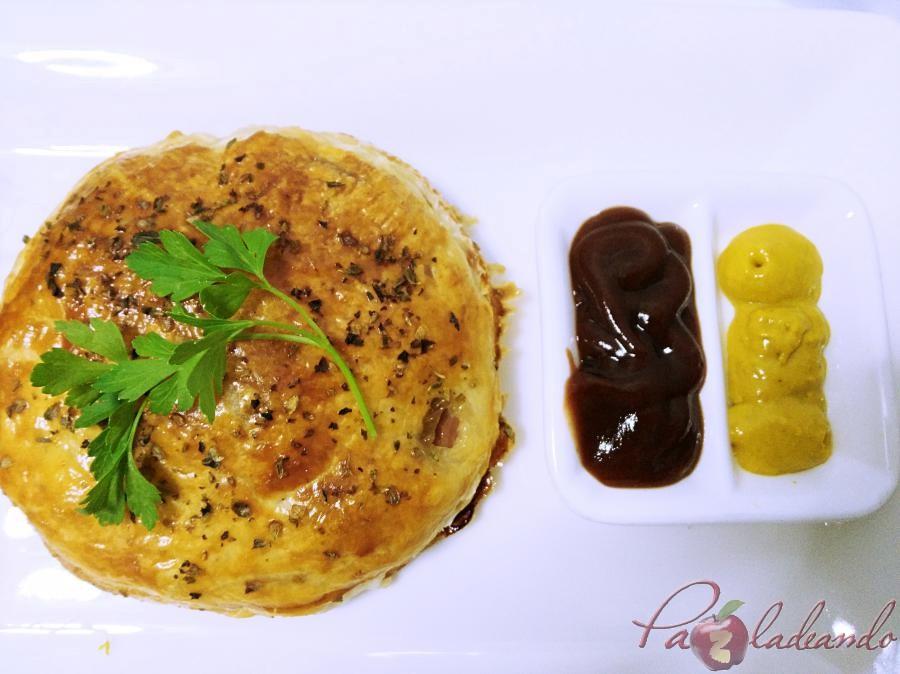 Hamburguesas en hojaldre con queso de cabra y cebolla caramelizada pazladeando (11)