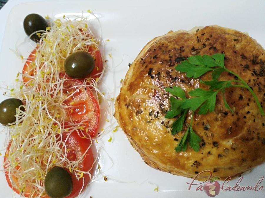 Hamburguesas en hojaldre con queso de cabra y cebolla caramelizada pazladeando (12)