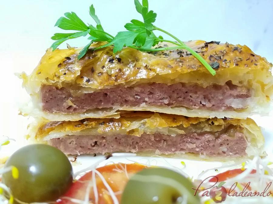 Hamburguesas en hojaldre con queso de cabra y cebolla caramelizada pazladeando (6)
