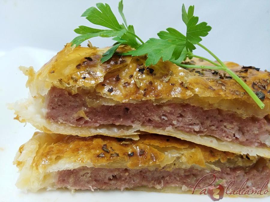 Hamburguesas en hojaldre con queso de cabra y cebolla caramelizada pazladeando (7)
