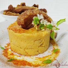 Parmentier de patata al pimentón y albahaca con torrezno de soria Pazladeando (1)