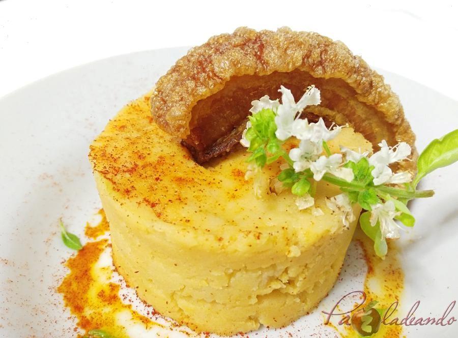 Parmentier de patata al pimentón y albahaca con torrezno de soria Pazladeando (6)