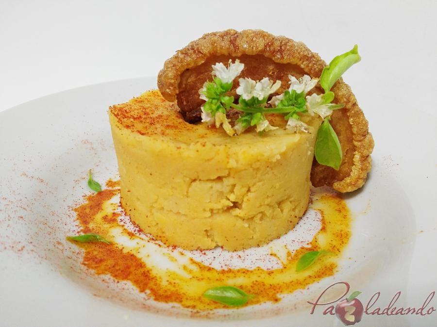 Parmentier de patata al pimentón y albahaca con torrezno de soria Pazladeando (7)