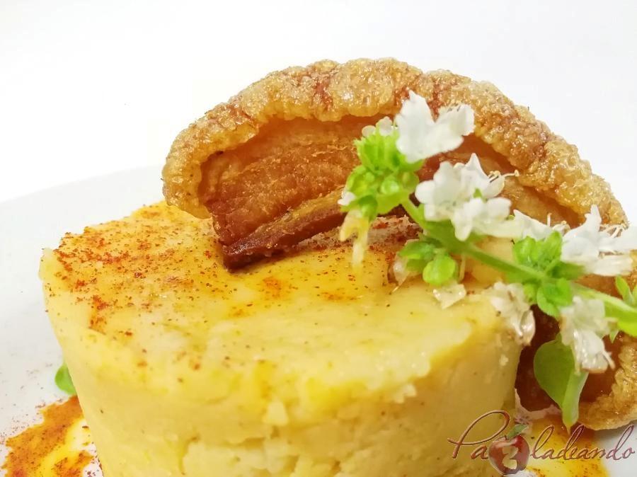 Parmentier de patata al pimentón y albahaca con torrezno de soria Pazladeando (8)