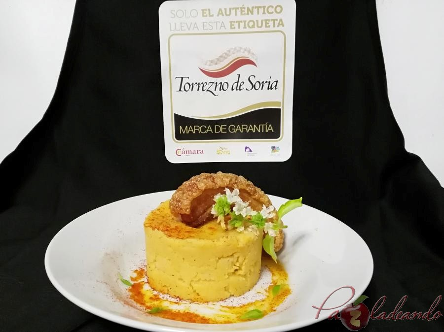 Parmentier de patata al pimentón y albahaca con torrezno de soria Pazladeando (9)