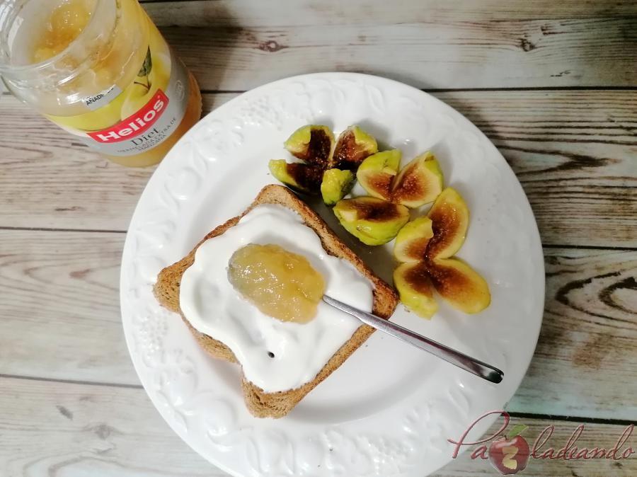 Desayuno con mermelada de manzana