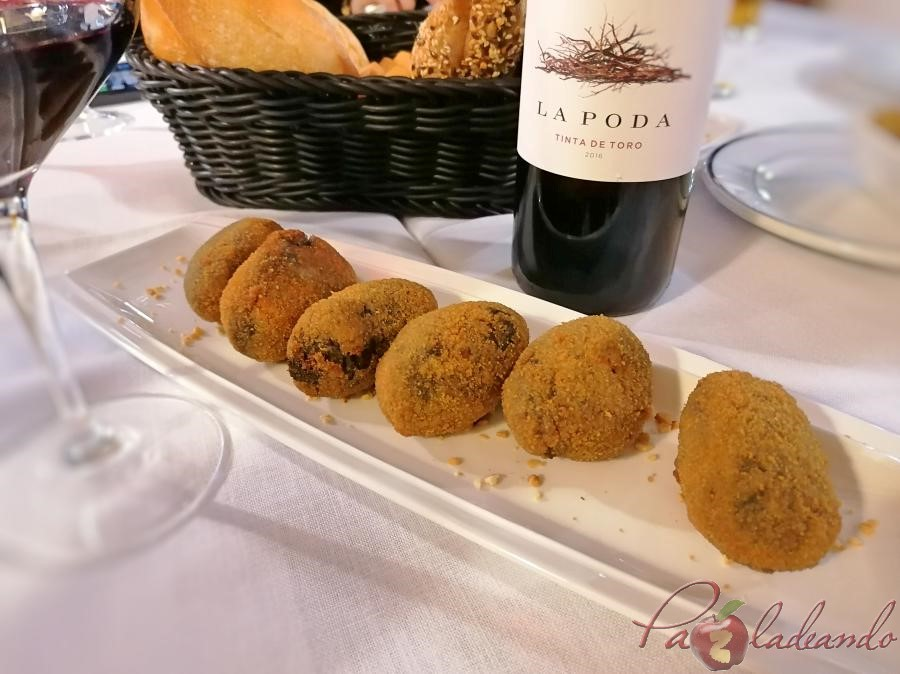 Restaurante Tejas Verdes - Croquetas de chipirones en su tinta
