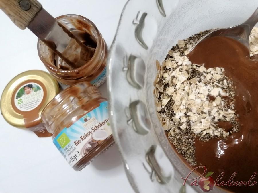 Bolitas de chocolate, avena y chia paso
