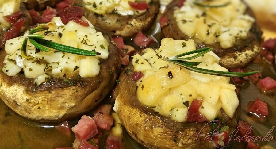 Champiñones rellenos de queso de oveja al vino tempranillo con jamón Pazladeando